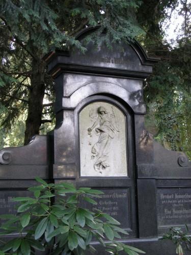 Grabmal_Johannesfriedhof.jpg